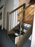 Treppenfarbe und Handlauf (hinten)