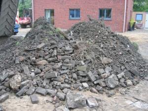 Ausgesiebte Steine, Ton, Wurzeln, ...